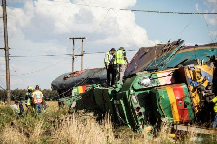 Un choque de un tren y un camión deja 18 muertos y 254 heridos en Sudáfrica