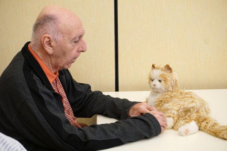 Animales robóticos, terapia para la soledad y estrés de personas con demencia