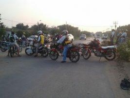 'Motorazo', para bloquear caminos con motos, cuadras, teris y 4x4, en Santa Cruz