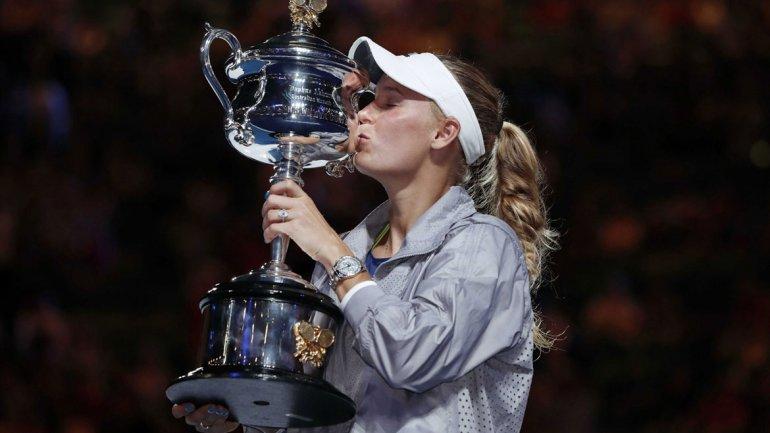 Caroline Wozniacki venció a Simona Halep y logró su primer título del Grand Slam