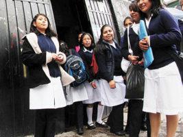 Estudiantes de colegio en Bolivia