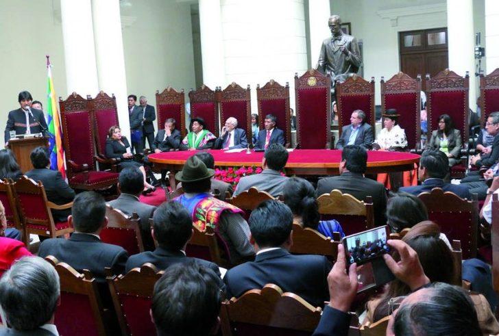 Evo posesiona a autoridades electas del Órgano Judicial y del Tribunal Constitucional