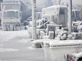 """Advierten que un """"ciclón bomba"""" azotará a Estados Unidos y recrudecerá la ola de frío polar en las próximas horas"""