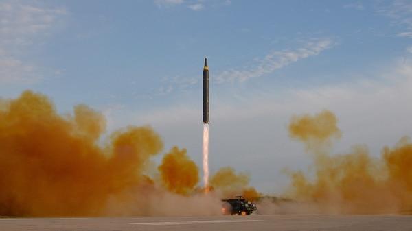 Kim Jong-un ordenó la construcción del cohete más grande de Corea del Norte