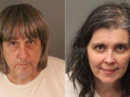 Detuvieron en California a una pareja por torturar a sus 13 hijos: los encontraron encadenados y hambrientos