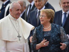 El papa Francisco llegó a Chile para iniciar su gira sudamericana