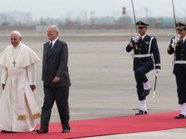 El papa Francisco llegó a Perú para una visita apostólica