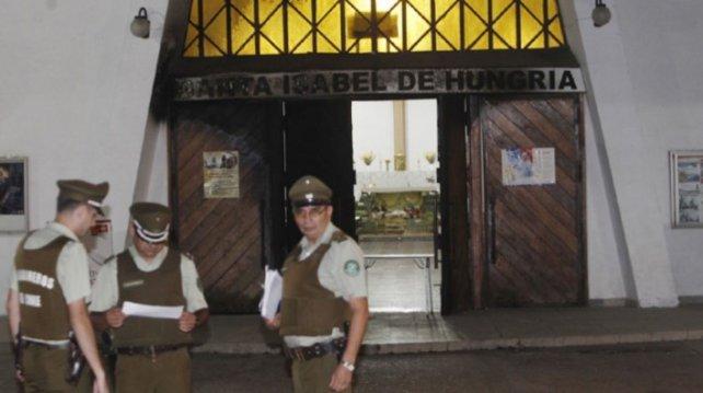 Atacaron 4 iglesias en Chile y dejaron una macabra amenaza al Papa a horas de su arribo