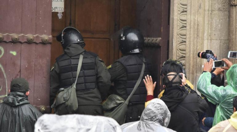 Policía pide mirar objetiva y no mediáticamente intervención de efectivos a movilizaciones violentas