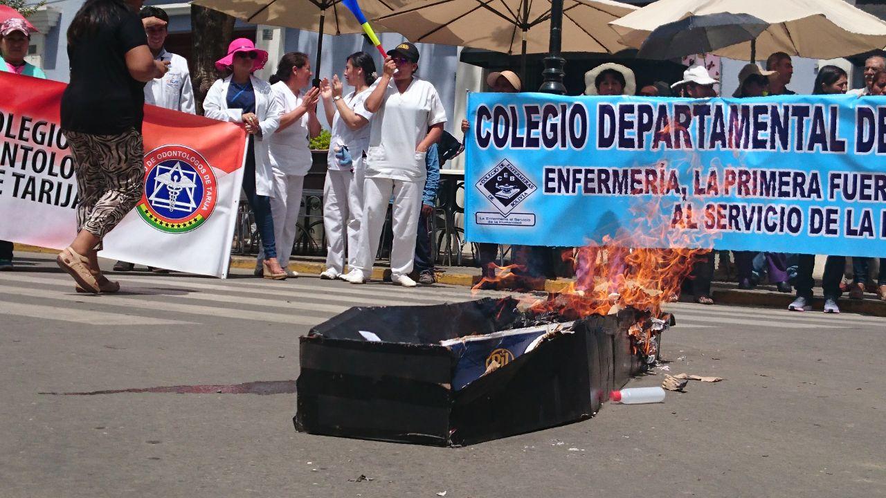 Médicos de Tarija vuelven a marchar tras rechazar preacuerdo con el Gobierno