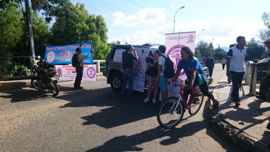 Médicos, cívicos, profesionales, Fedjuve y gremiales acatan paro con varios puntos de bloqueo en Tarija
