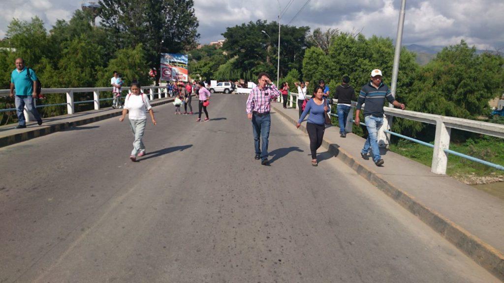 Bloqueos civicos contra el codigo penal puente San Martin de Tarija