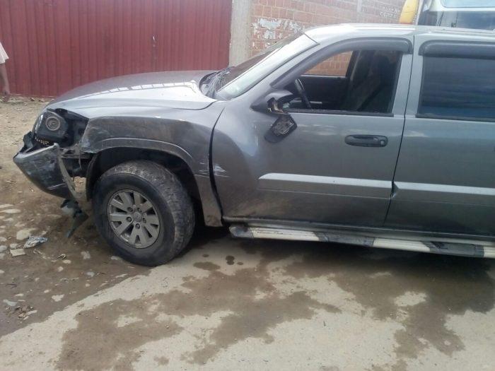 Aprehenden a un chófer de autobús que se dio a la fuga luego de chocar con dos autos en Tarija