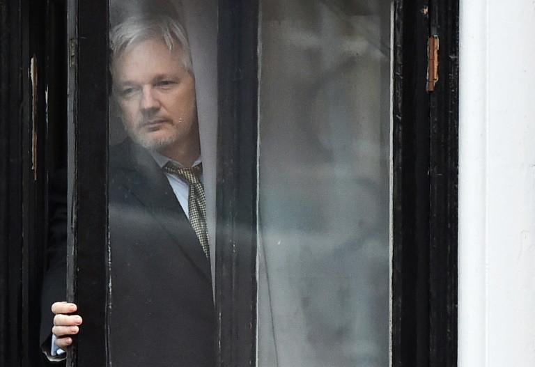 Justicia británica mantiene orden de detención contra Assange