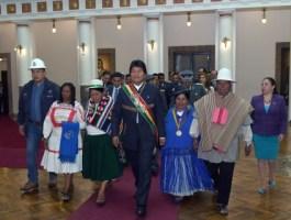Evo Morales exhorta unirse para no permitir a la derecha que vuelva al poder