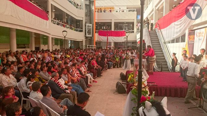 El Mercado Central de Tarija se inaugura con la presencia de cientos de personas