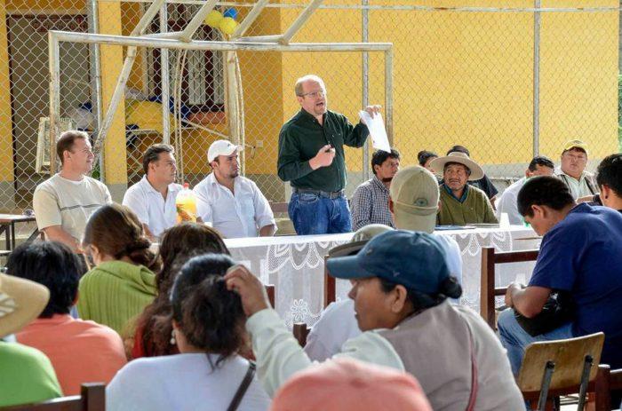 Oliva explica en Puesto Tunal el proyecto del tramo carretero Pampa Redonda - Puente Miscas