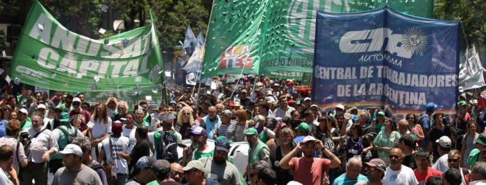 Trabajadores estatales de Argentina protestan por reciente ola de despidos