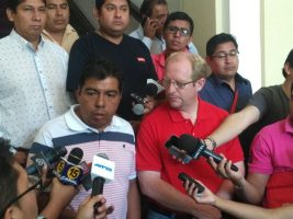 El gobernador Adrian Oliva se traslada a Villa Montes para llevar víveres y vituallas a las familias afectadas por las inundaciones