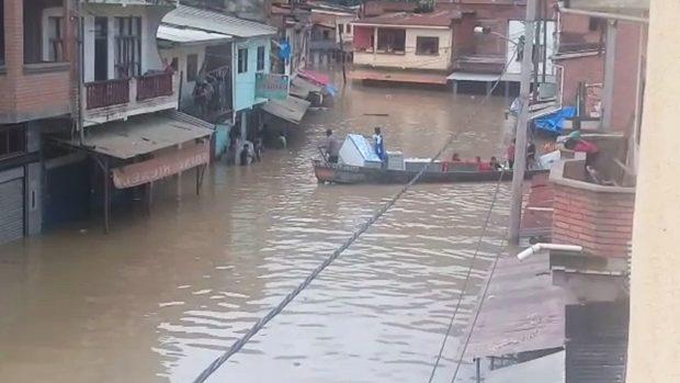 Inundación de magnitud sorprende a Guanay, hay varias viviendas afectadas