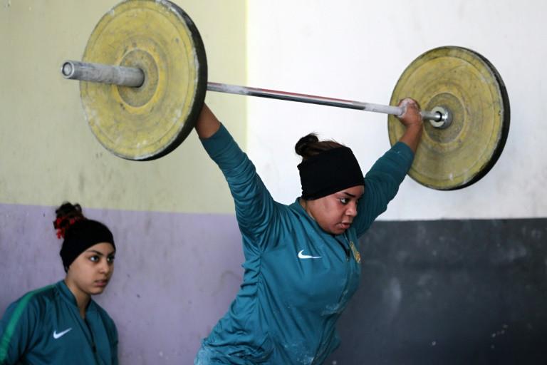 La halterofilia también se conjuga en femenino en Irak