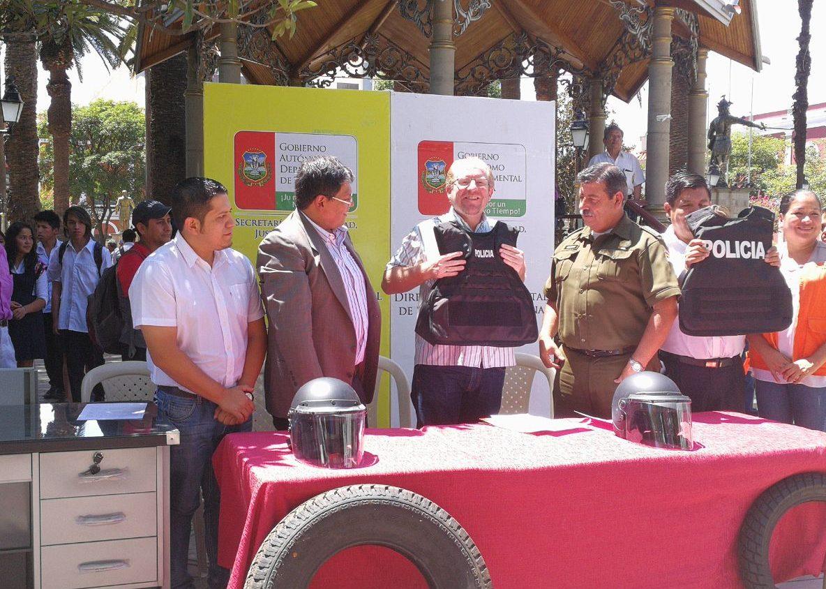 Oliva entrega equipamiento a la Policía de Tarija por valor de 700.000 bolivianos