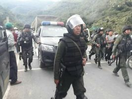policia desbloquea a cocaleros desbloquean