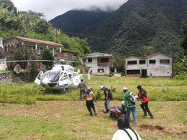 Rescate de tres personas de la tercera edad en Zongo, La Paz./Foto: Bolivia en tus manos