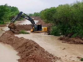 Trabajos en los desbordes de los rios en Chaco tarijeño