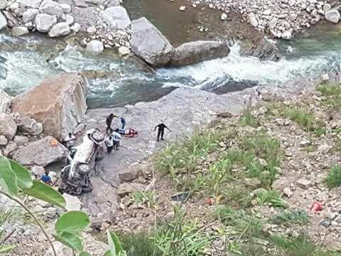Un fallecido y un herido al embarrancarse una camioneta en Entre Ríos