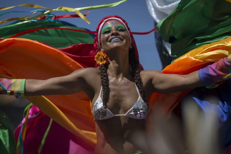 Las escolas del carnaval de Rio inician desfiles con marcado tono político