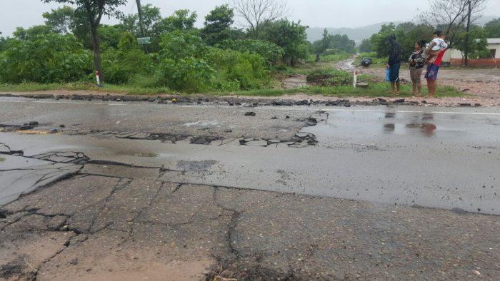 Reponen carpeta asfáltica afectada por las lluvias en la carretera Yacuiba – Villa Montes