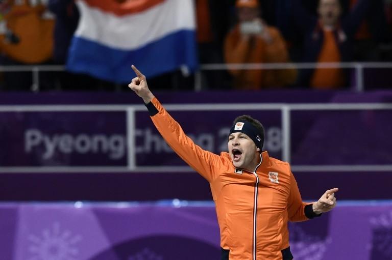 El patinador Kramer gana su tercer oro olímpico en los 5.000 metros