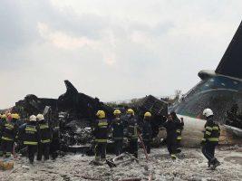 Al aterrizar se estrella un avión en Nepal