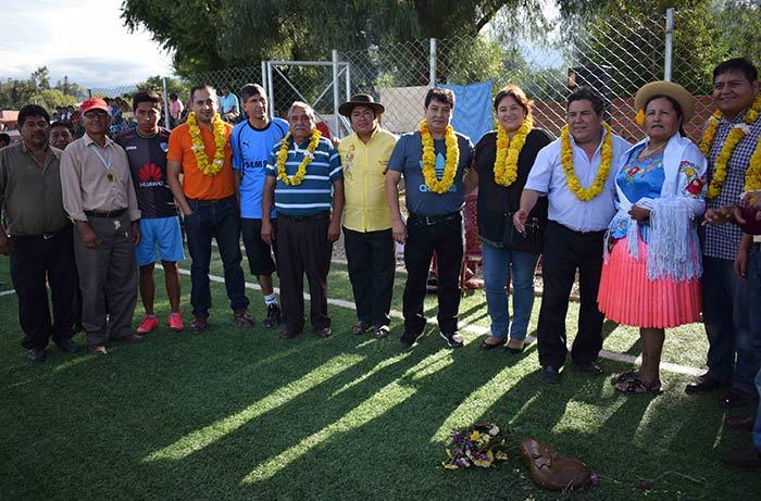 Inauguran la primera cancha de césped sintético en la provincia Méndez de Tarija