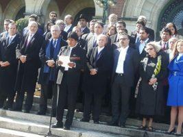 Presidente de Bolivia y equipo jurídico en La Haya