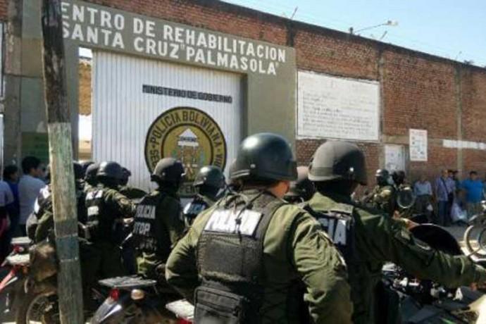 Policía aísla a 17 reclusos de la cárcel de Palmasola acusados de extorsión
