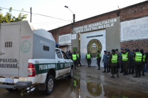 Envían a la cárcel a Policía encontrado con droga en el penal de Palmasola