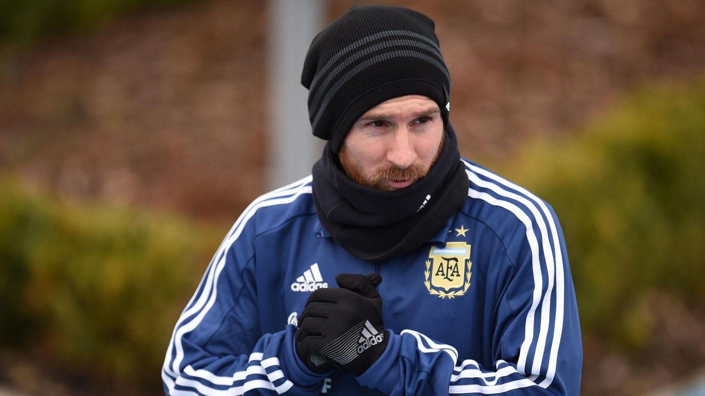 Molestias de Messi generan dudas en el Barça antes de visitar al Sevilla por liga española