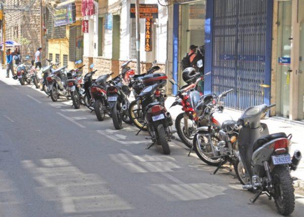 Policía redobla esfuerzos para evitar el robo de autopartes de motocicletas en Tarija