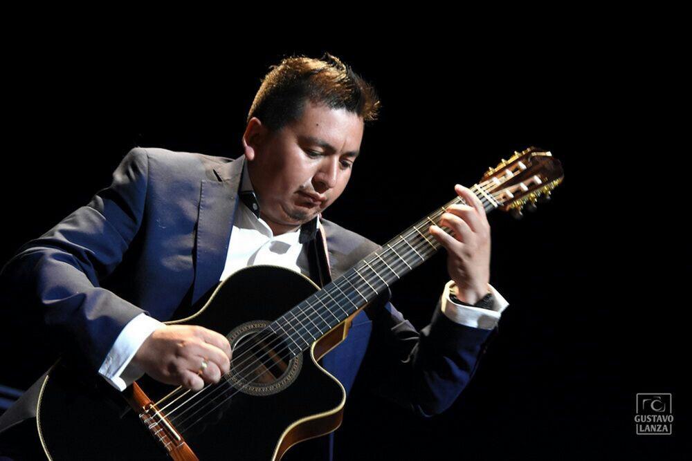 Nelvin Acosta, el músico tarijeño que guía su vida por el amor a la guitarra