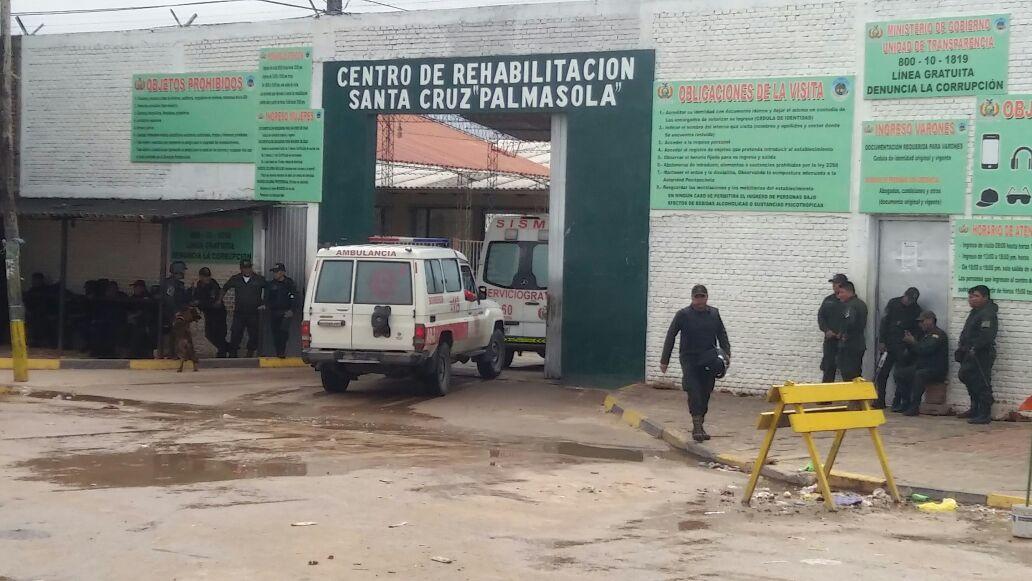 Detienen a dos mujeres que extorsionaban a interno de la cárcel de Palmasola