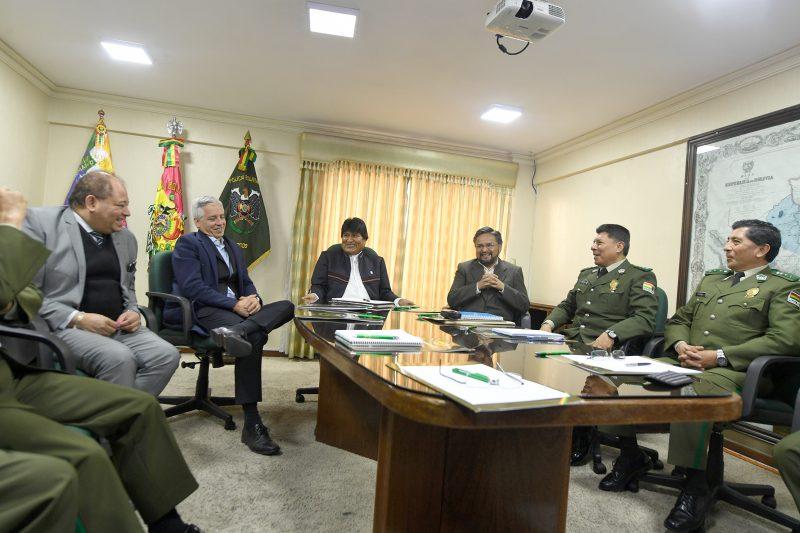 Evo se reúne con el alto mando policial y recibe informe de investigación sobre irregularidades en Anapol