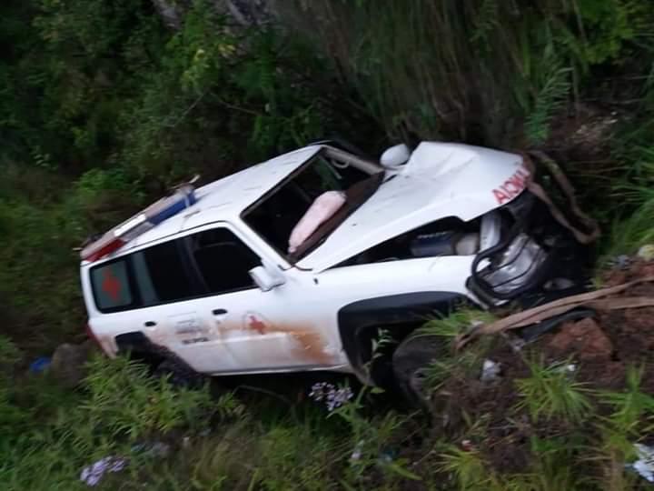 Ambulancia vuelca en la carretera Tarija- Entre Ríos y deja una persona herida