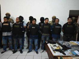 Peruanos presentados por la Policía tras frustrado atracó