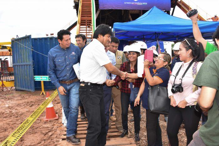 Evo inspecciona el pozo Chaco Este-X1 en Villa Montes y anuncia buenas noticias