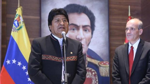 """Evo acompaña a Maduro """"a nombre del pueblo boliviano"""""""
