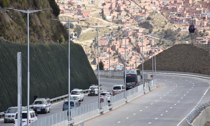 La Paz y El Alto estrenan moderna autopista reconstruida después de 40 años