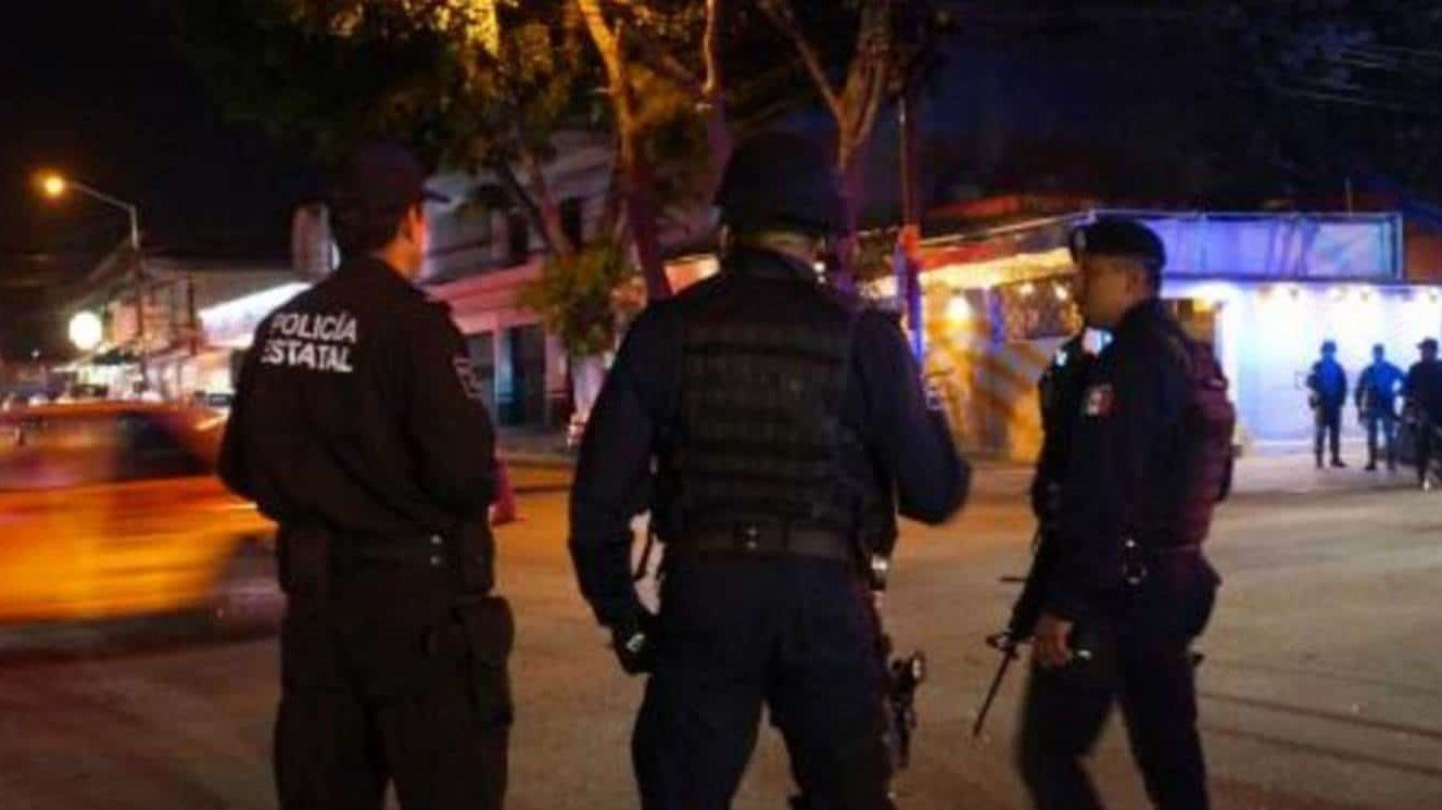 Hombre sometió, roció con gasolina y le prendió fuego a una bailarina en un bar de México
