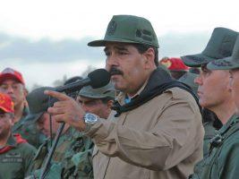 Junto a militares de Venezuela